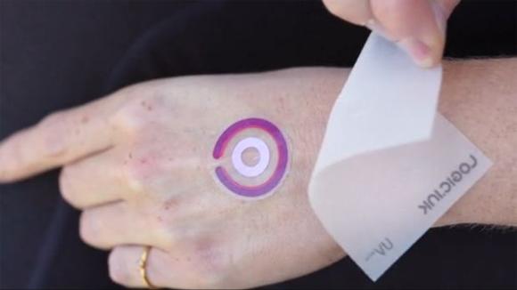 体に貼る、シールタイプ環境生体センサー「LogicInk」
