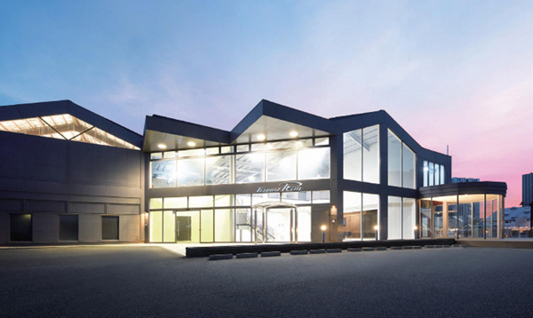 3社共創で老朽化ビルをリノベーションした、複合施設「TENNOZ Rim」オープン
