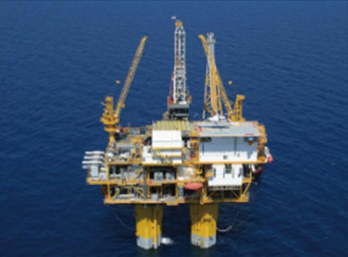 TLP⽅式の浮体式海洋⽯油・ガス⽣産設備